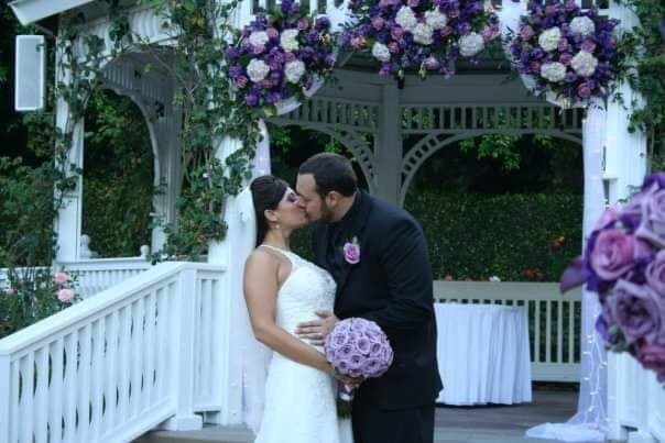 Nicole & Joe Kiss - Disneyland Weddings