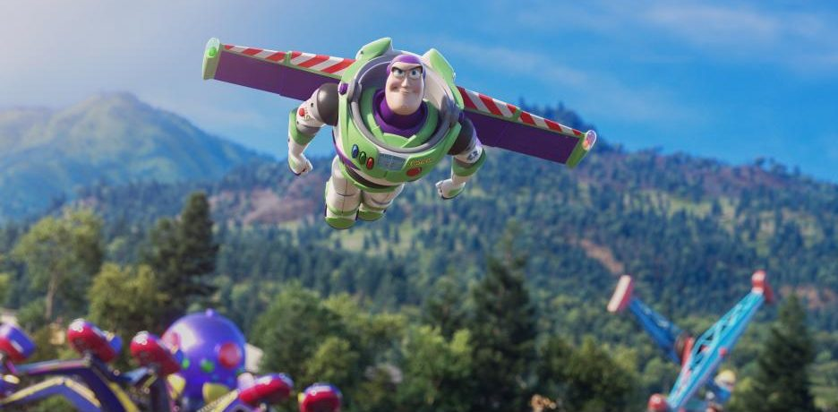 Buzz Lightyear Flying - Toy Story 4