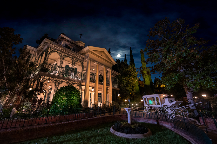 Haunted Mansion - Disneyland - Our Grim Grinning Guide To Disney's Haunted Mansions & Manors