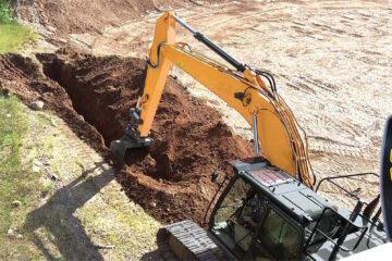 Excavator grade controller by Leica
