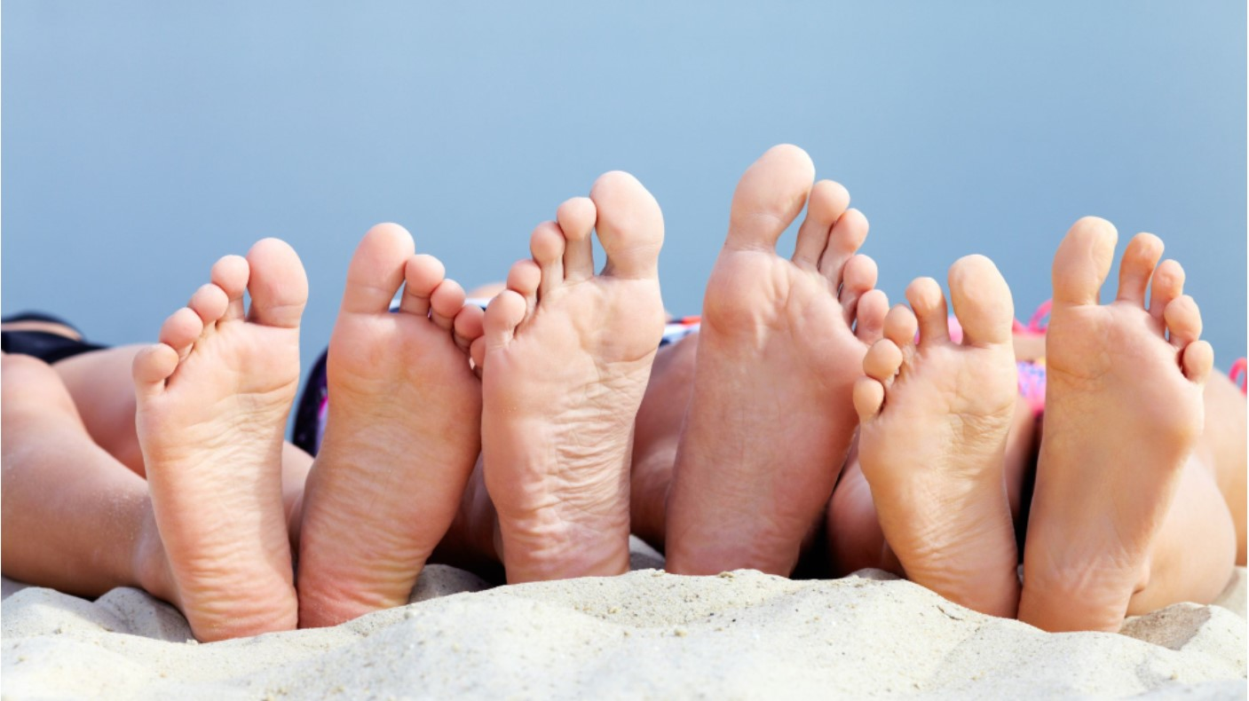 family feet in sand for fz website