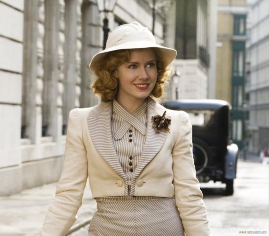 Delysia miss pettigrew lives for a day 2008-3