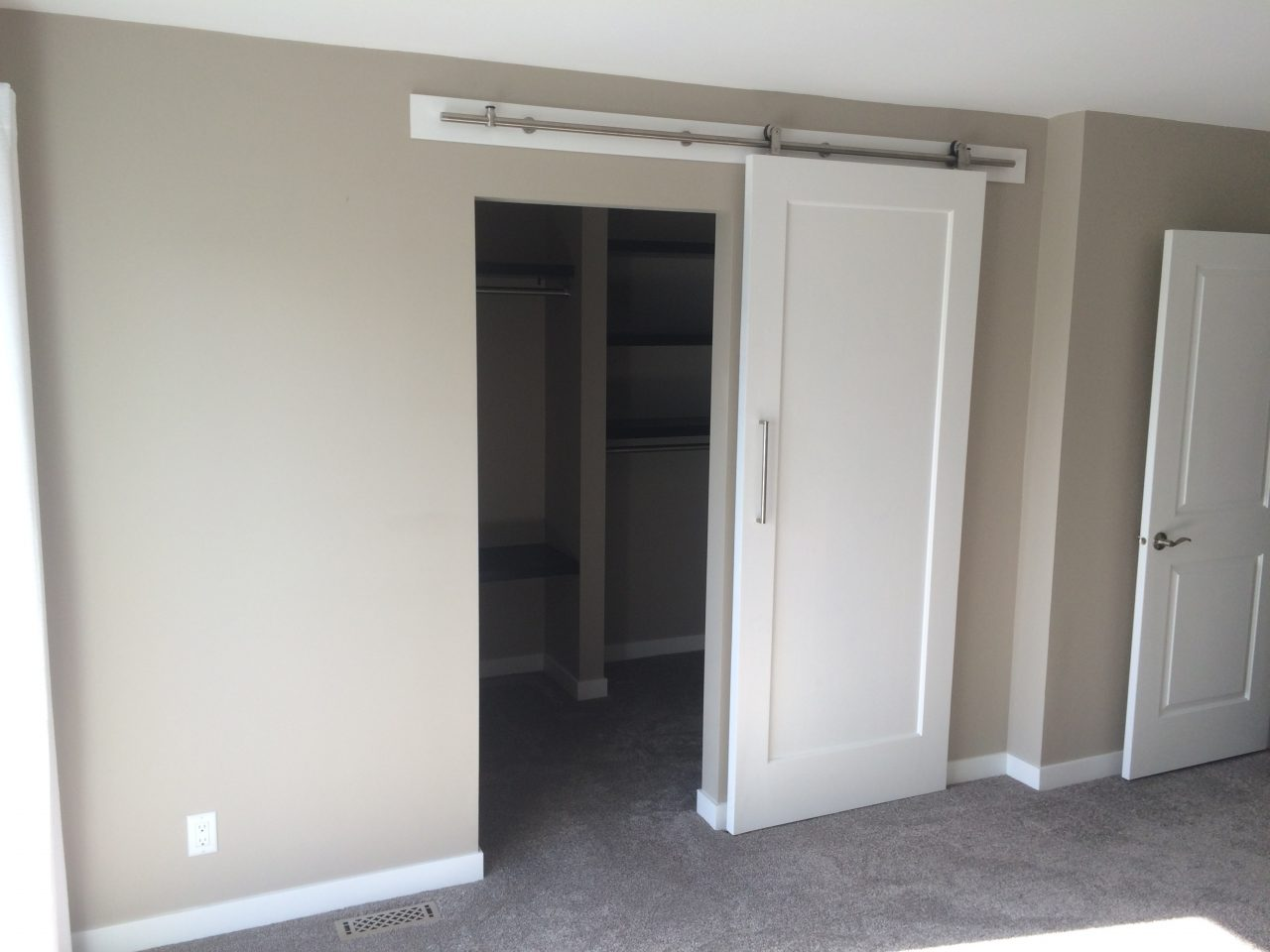 walk-in-closet-construction