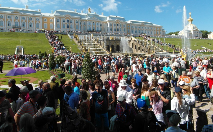 Peterhof, Russia ~ The crowds of Peterhof Palace