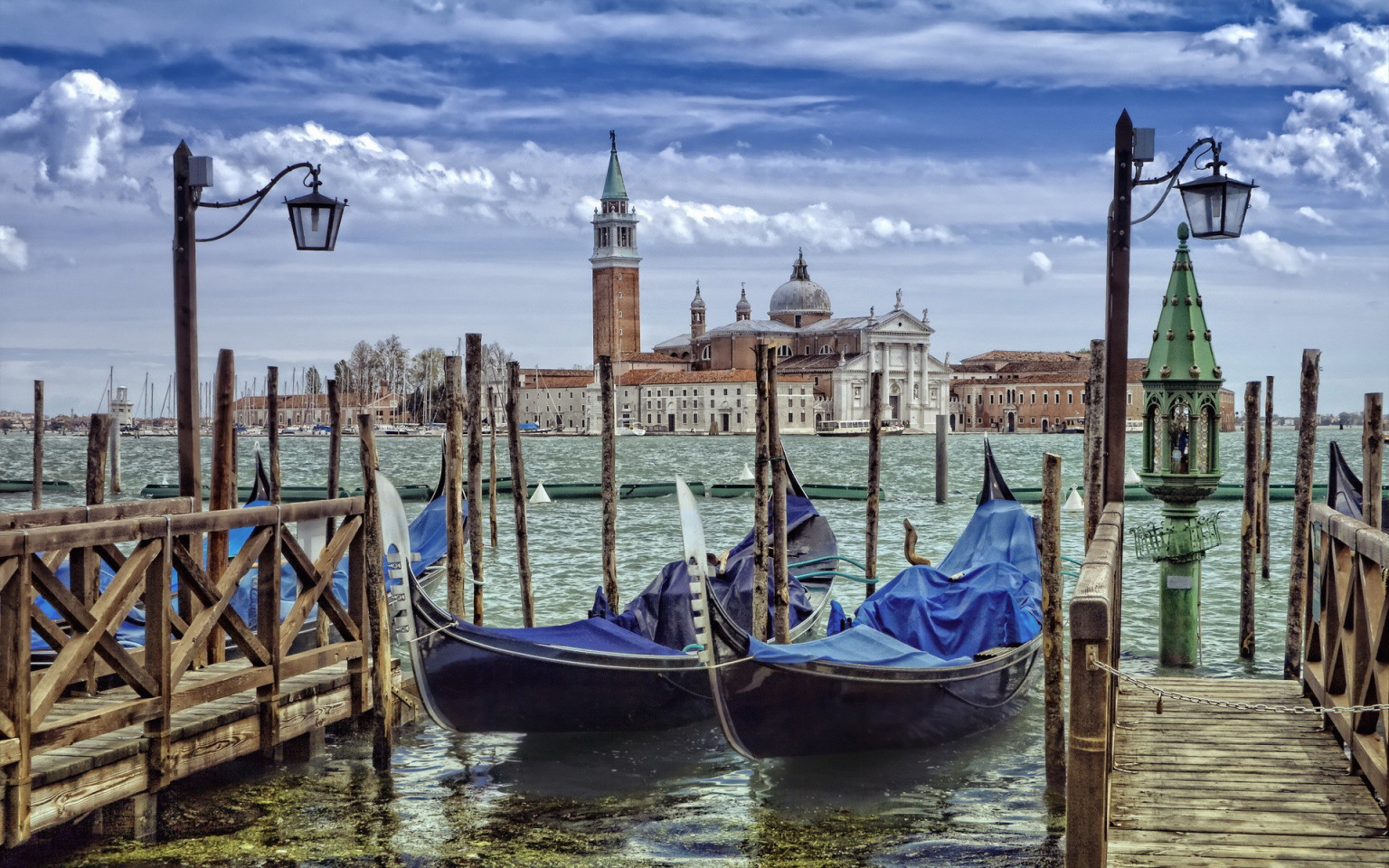 Travel destinations of a lifetime: Venice Venise Venezia (photo miriadna.com)
