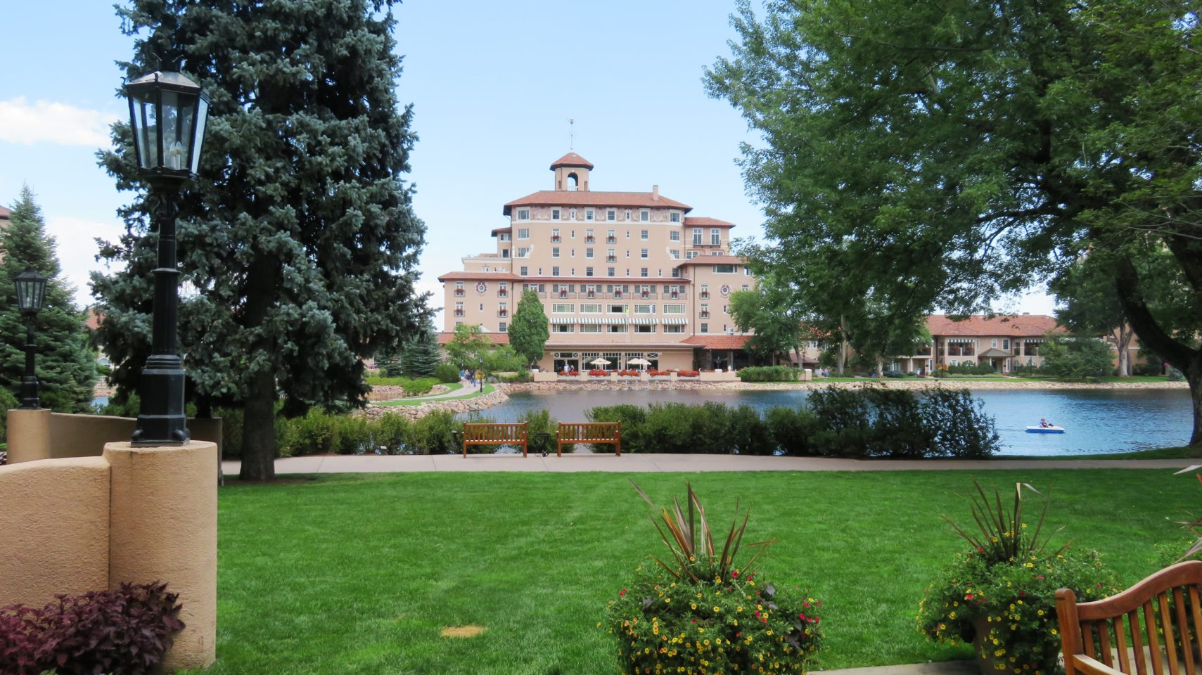 <em><strong>The Broadmoor</strong></em> ~ One of the Finest Resorts in the World