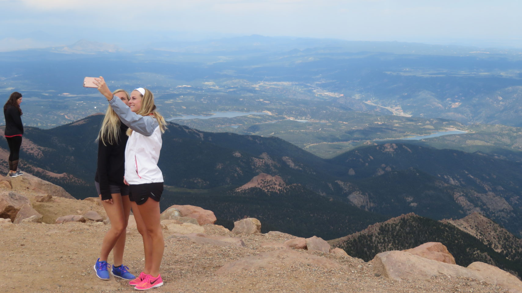 Time for a selfie from the top of Pikes Peak mountain !