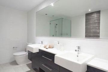 Sleek White Bath