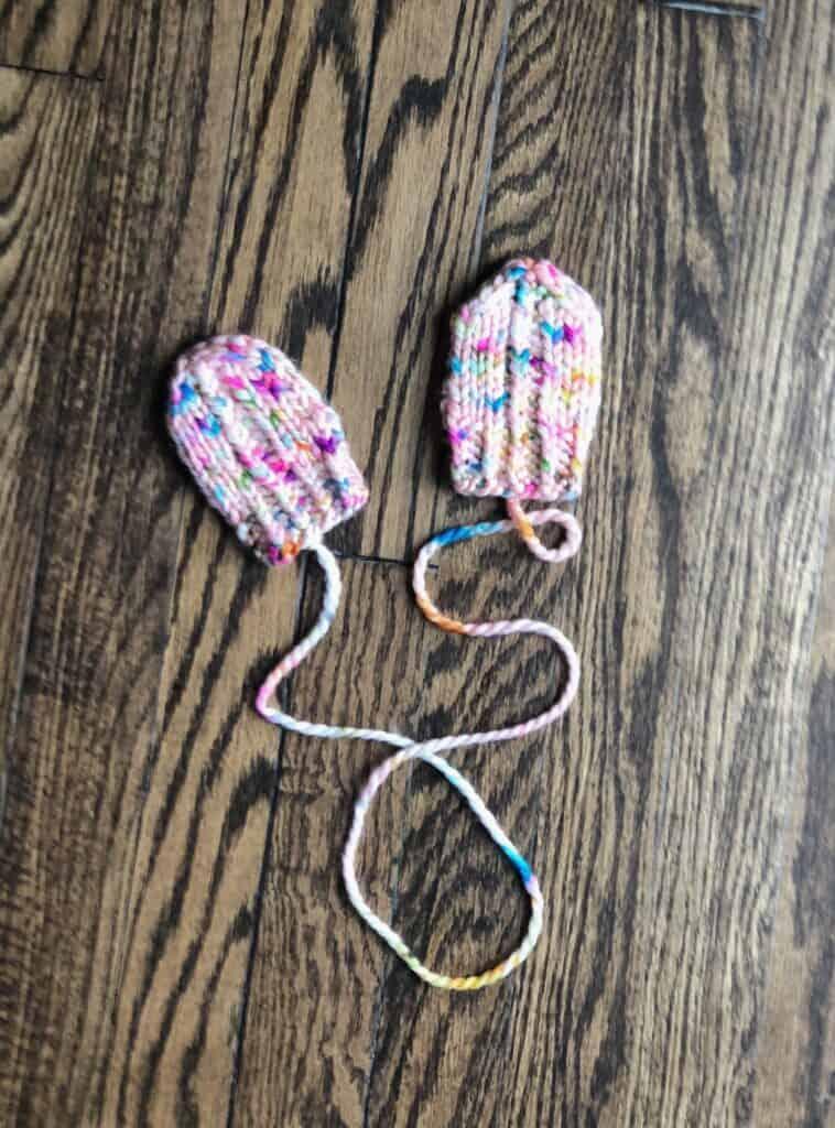 Free knitting pattern, Baby Mittens. Bulky weight yarn knitting pattern