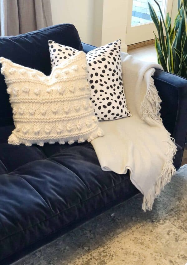 Chunky Bobble Pillow – Free Knitting Pattern
