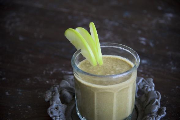 Healthy Shamrock Shake (Mineral Rich Green Smoothie)