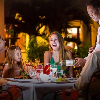 Beaches-Turks-and-Caicos-family-dining