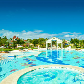 Beaches-Turks-and-Caicos-village-french