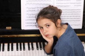 sad-piano-girl
