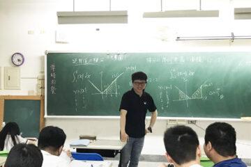 東工夜校陳昱達老師 義務指導學生數學有成