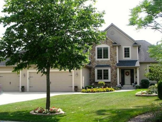 7611 S Mission Woods Ct, Franklin, WI 53132