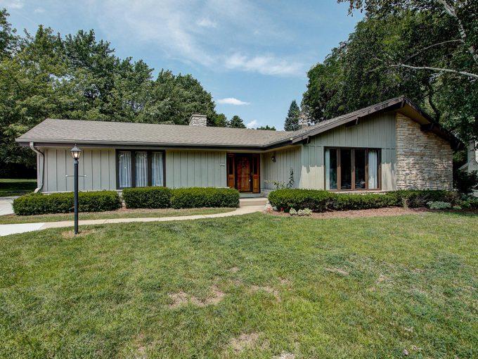 8842 Garden LN Greendale, Wisconsin 53129
