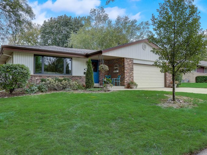5194 Lakeside Dr Greendale, Wisconsin
