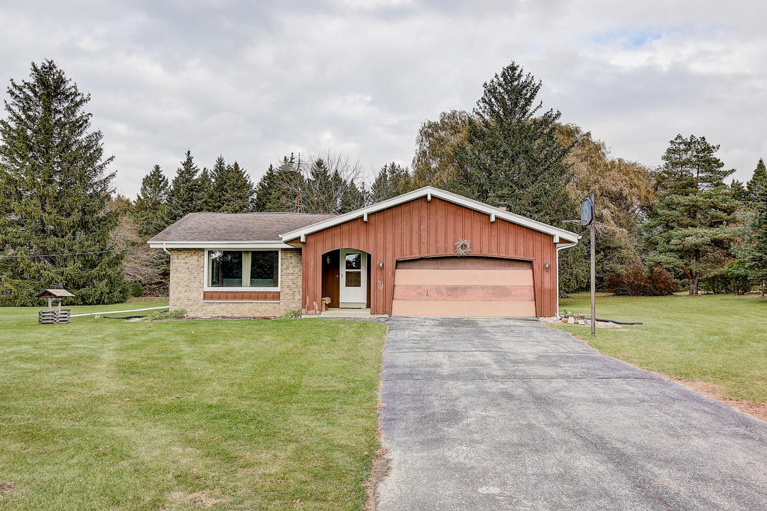 1900 Wallace Lake Rd West Bend, Wisconsin 53090-9076