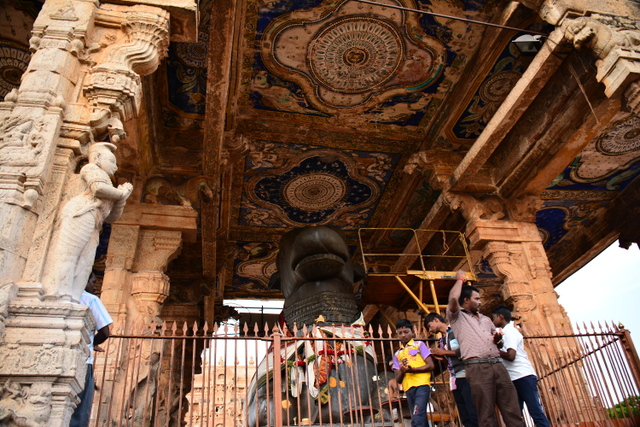 Large Nandi statue with the frescos on the ceiling