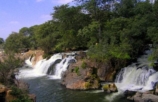 view of the Hogenakkal Falls