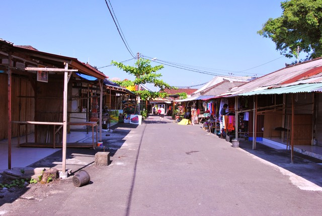 Shops near Tanah Lot temple - prices were reasonable and vendors were not pushy