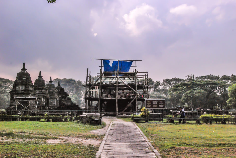 Candi Lumbung - Main temple renovation goes on with Perwara temples on the side
