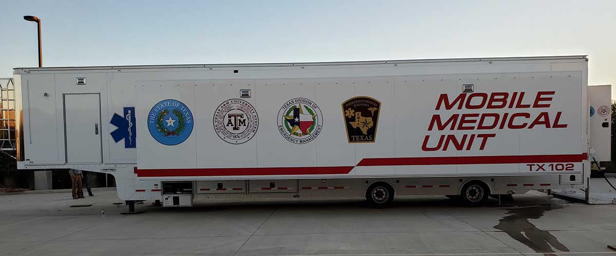 Photo Texas Emergency Covid  Mobile Icu Facility Curbside View Opened Up