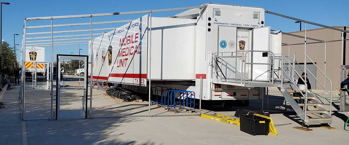Photo Texas Emergency Covid  Mobile Icu Facility Back View Starting Install