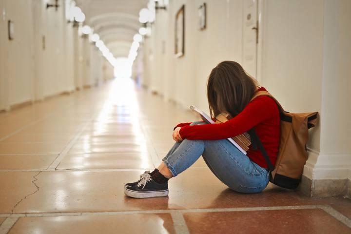 girl-hallway