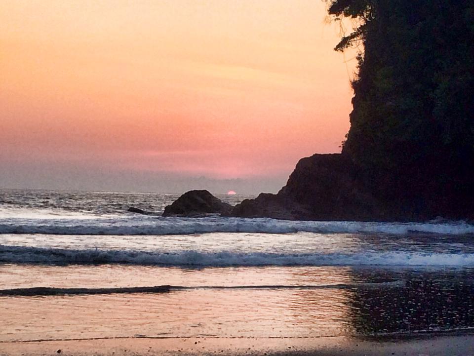 playa ventanas sunset ojochal