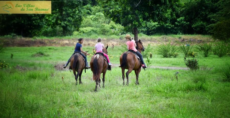 costa rica horseback riding girls
