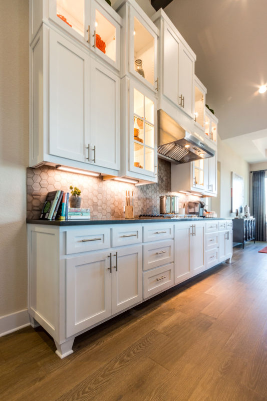Burrows Cabinets' kitchen with Shaker doors in Bone white and Dallas feet bumped up and out
