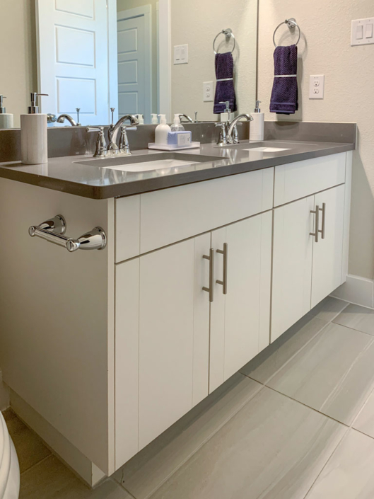 Double sink vanity in EVRGRN Luxe with 3-Piece doors