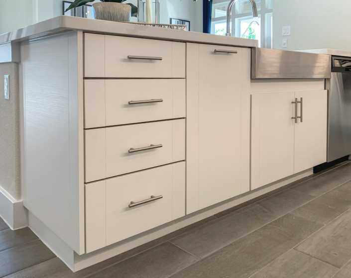 Kitchen Island in EVRGRN Luxe with 3-Piece doors
