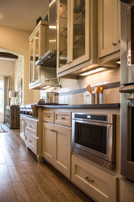Burrows Cabinets' kitchen cabinets with Kensington flat panel doors