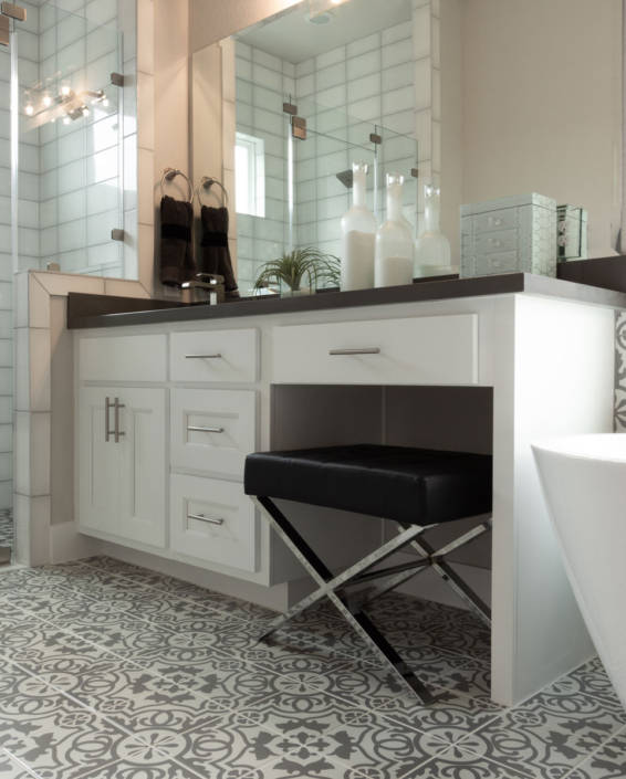 Master bath in Frost with Terrazzo door style