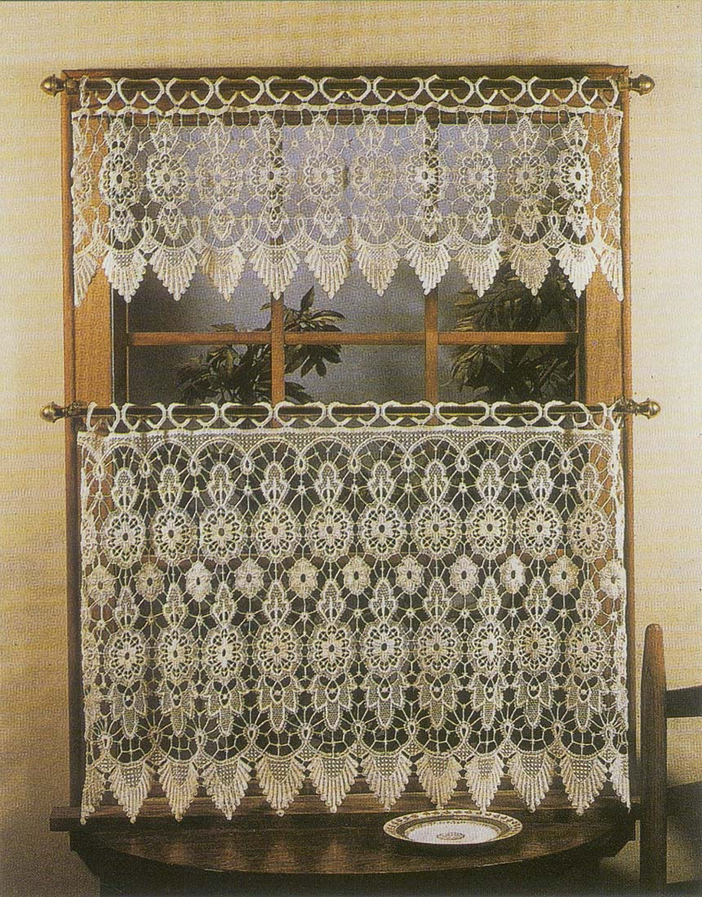 Medallion Tier with Valance