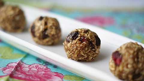 No Bake Oatmeal Protein Bites (Kid Friendly)