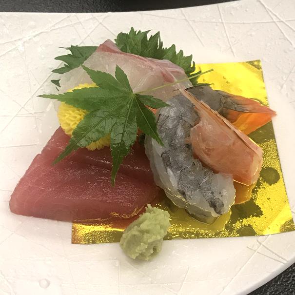 Сасими из тунца-магуро из залива Кацуура