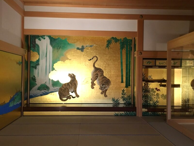 Фусума и орнаментальная золотая роспись, дзёдан-но-ма
