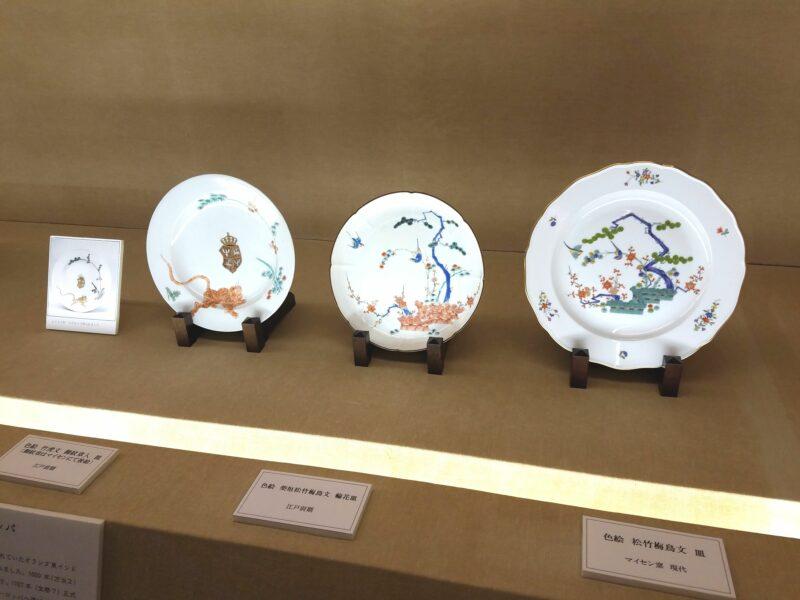 Слева направо: гербовая тарелка Майсэн (Германия) 18 в, тарелка Какиэмон раннего Эдо, современная тарелка Майсэн