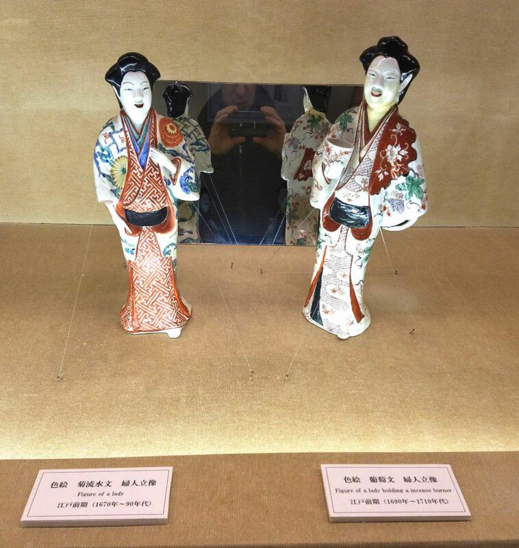 Парные фигурки японских красавиц, конец 17 в.