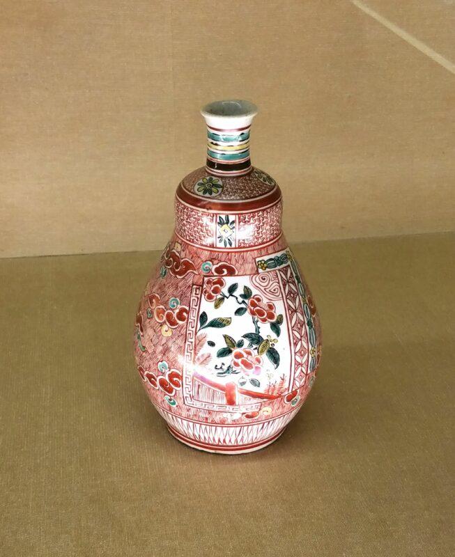 "Типичная бутылочка в стиле ""ака-э"""