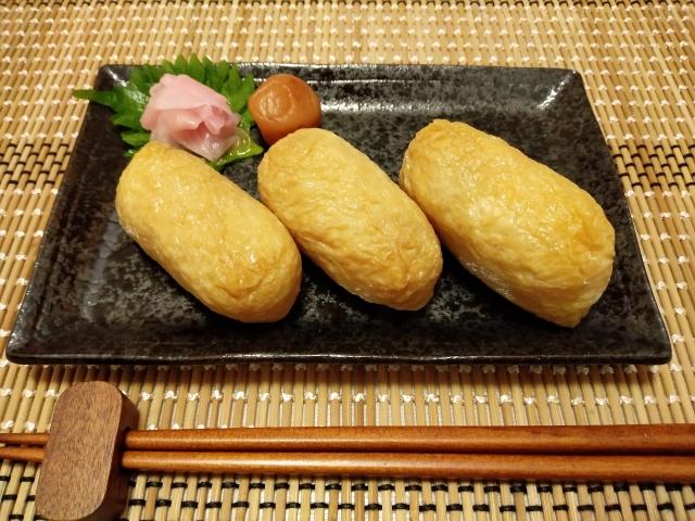 А если в «кармашки» из АБУРААГЭ спрятать рис, то получатся суши-инари (稲荷ずし)