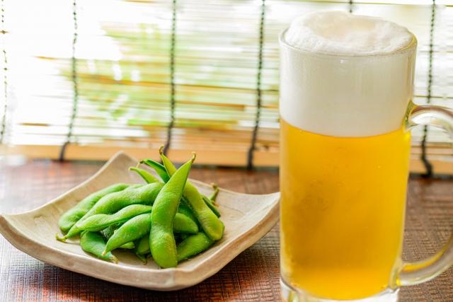 Завсегдатай караокэ и просто вечерних посиделок – бобы в стручках ЭДА-МАМЭ (枝豆). Пожалуй, самая полезная закуска к пиву. Кампай!