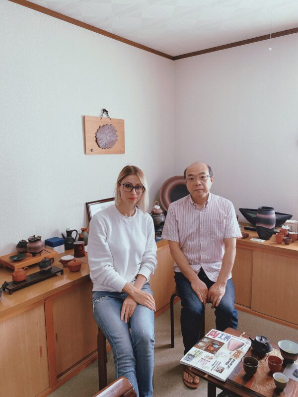 Интервьюер Татьяна Вада и керамист Хироси Койэ