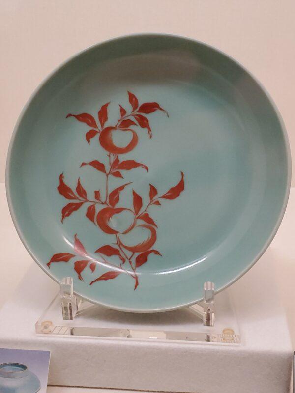 Тарелка сэйдзи-ироэ 30 см с изображением ветки хурмы (первая половина 18 в.)