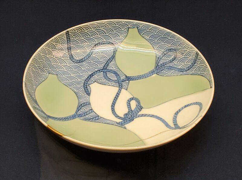 Тарелка сомэцукэ-сэйдзи с элементами техники «суми-хадзики» (конец 17 в)