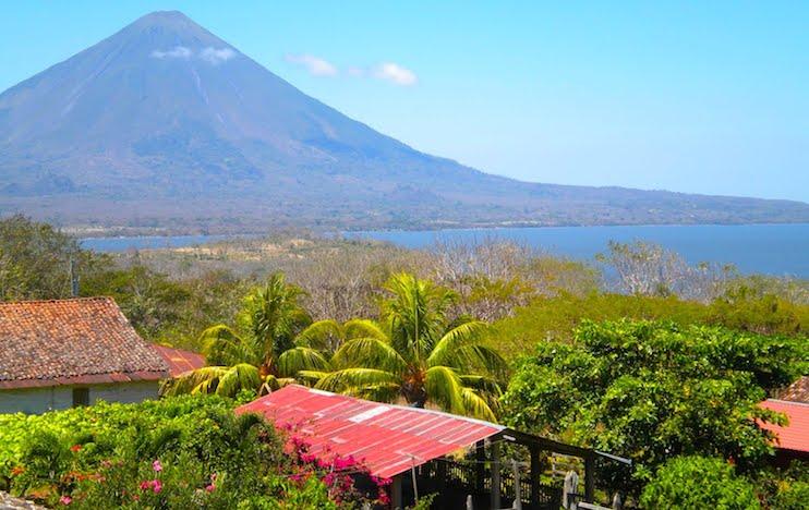 Visita La Isla de Ometepe en Avión